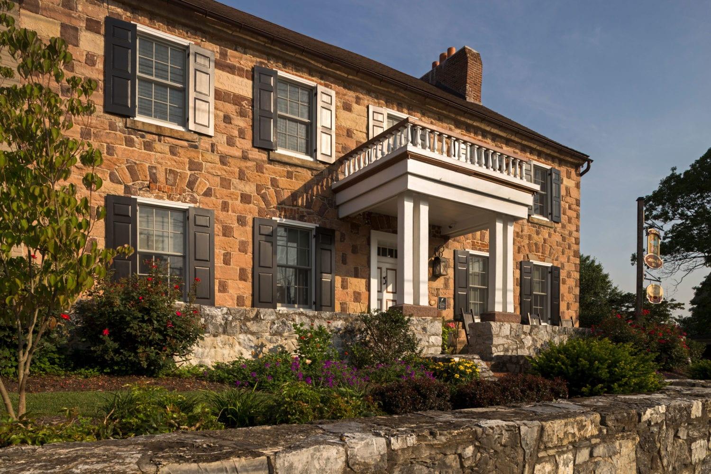 Historic Smithton Inn exterior